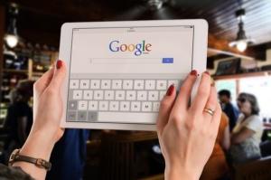 Google info Ad oggi Google è l'azienda che detiene una enorme fetta di mercato online. In Italia la quasi totalità delle ricerche vengono effettuate con questo motore di ricerca.